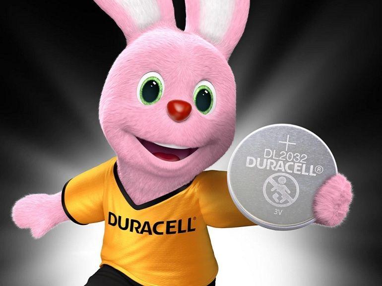 Duracell va lancer des piles recouvertes d'une substance pour empêcher les enfants de les avaler