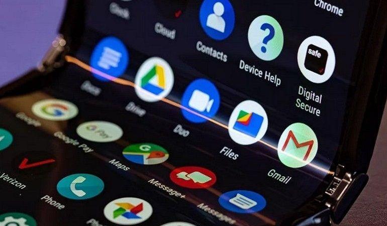 Motorola Razr 2019 : prise en main du nouveau smartphone pliable