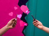 Amour et réseaux sociaux : peut-on draguer sur Linkedin et Tik Tok ?