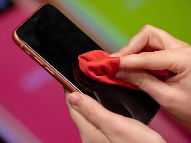 Coronavirus (Covid-19) : comment nettoyer et désinfecter efficacement votre smartphone