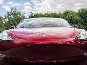 Tesla devient le constructeur auto le plus valorisé au monde, l'action à plus de 1.000 dollars