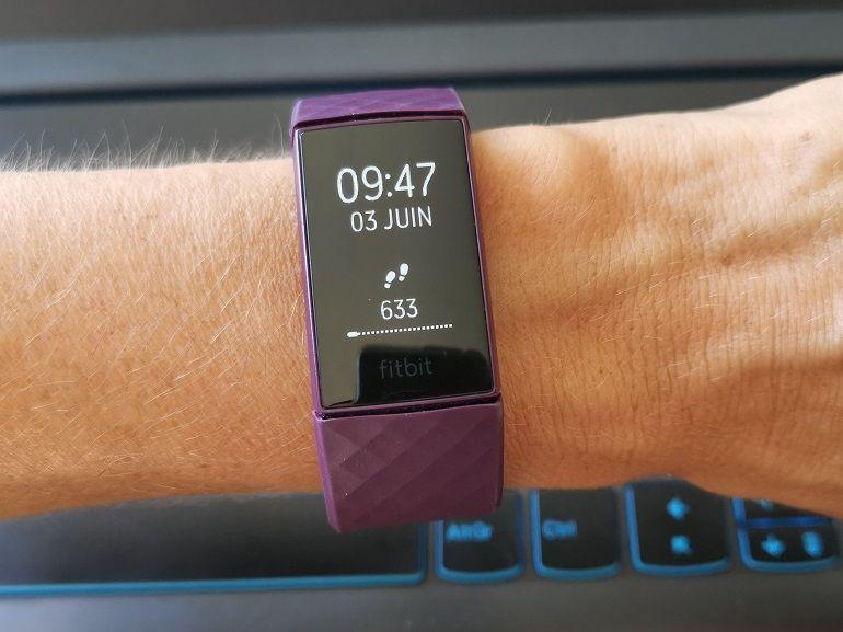 Test du Fitbit Charge 4 : le bracelet sportif chic à prix choc