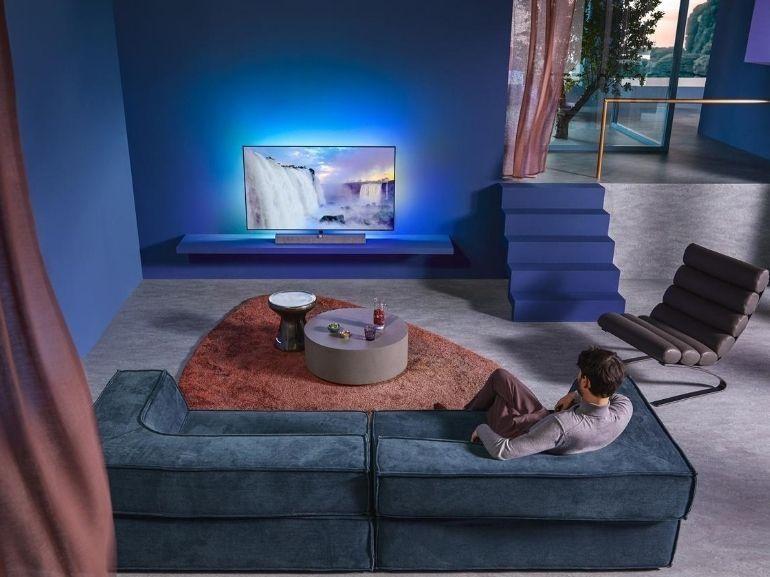 IFA 2020 : Philips présente son TV OLED+935, des casques, des écouteurs et des barres de son