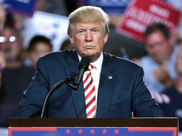 Twitter masque un message de Donald Trump prétendant qu'il est immunisé contre le coronavirus