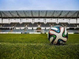 Canal+ : un gros chèque pour récupérer les droits TV du foot français ?