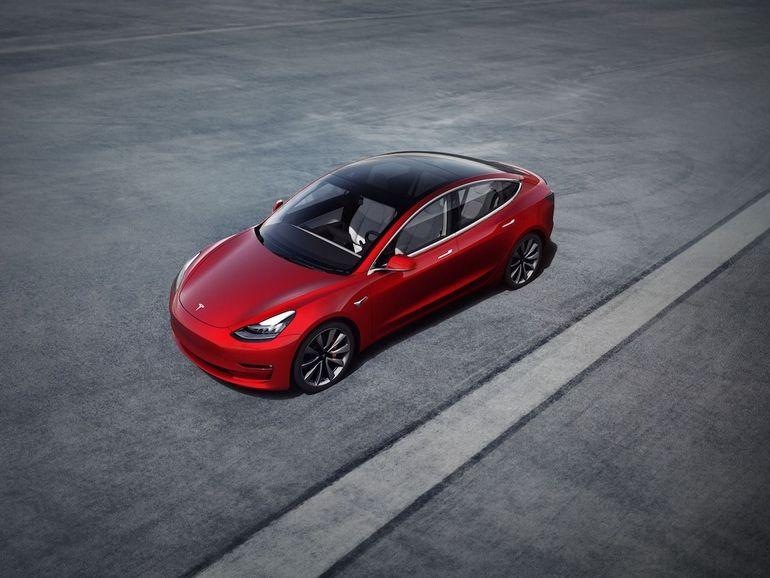 Tesla : la conduite autonome arrive par abonnement en 2021