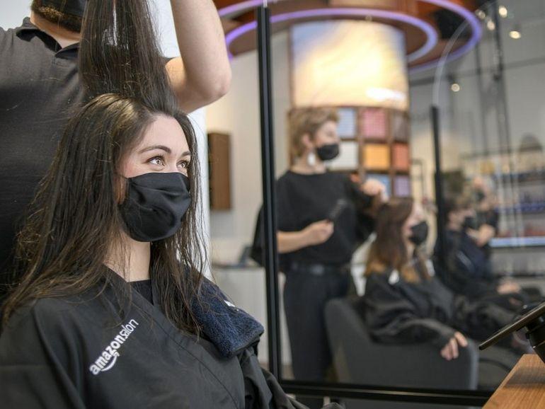 Amazon ouvre un salon de coiffure à Londres pour expérimenter de nouvelles technologies et de nouveaux produits