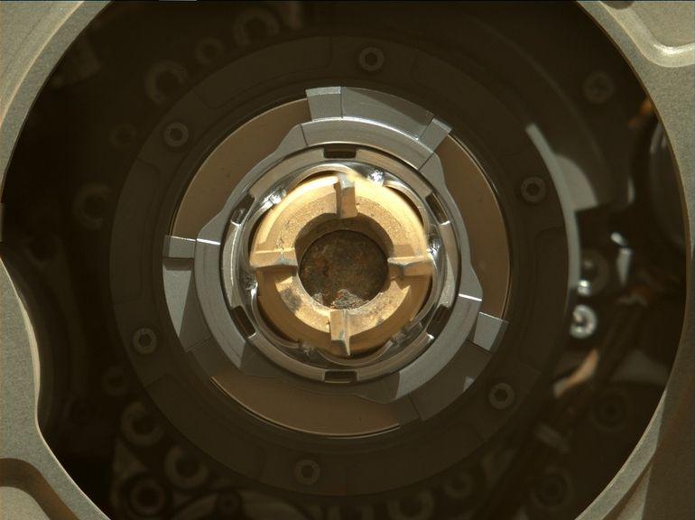 Sur Mars, le rover Perseverance de la Nasa recueille le tout premier échantillon de roche