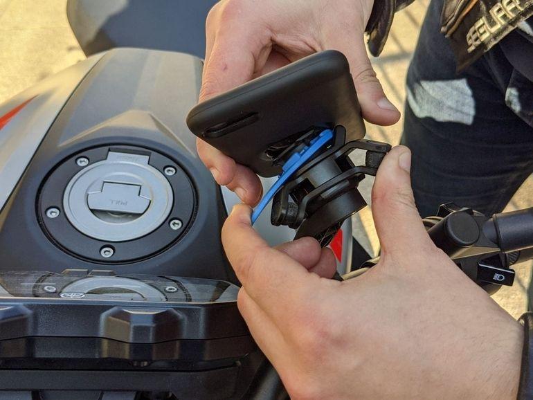 Test du Quad Lock, le support smartphone qui nous fait vibrer