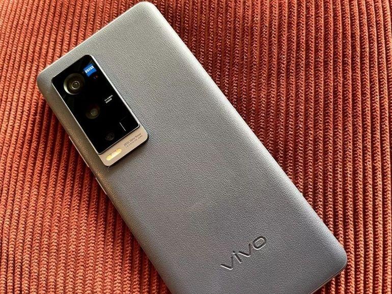Prise en main du Vivo X60 Pro+ : que vaut le fleuron de la marque chinoise ?