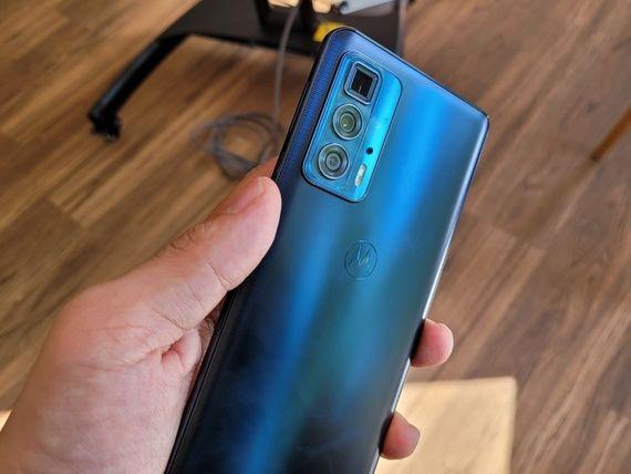 Prise en main des Motorola Edge 20, Edge 20 Lite et Edge 20 Pro : une gamme cohérente