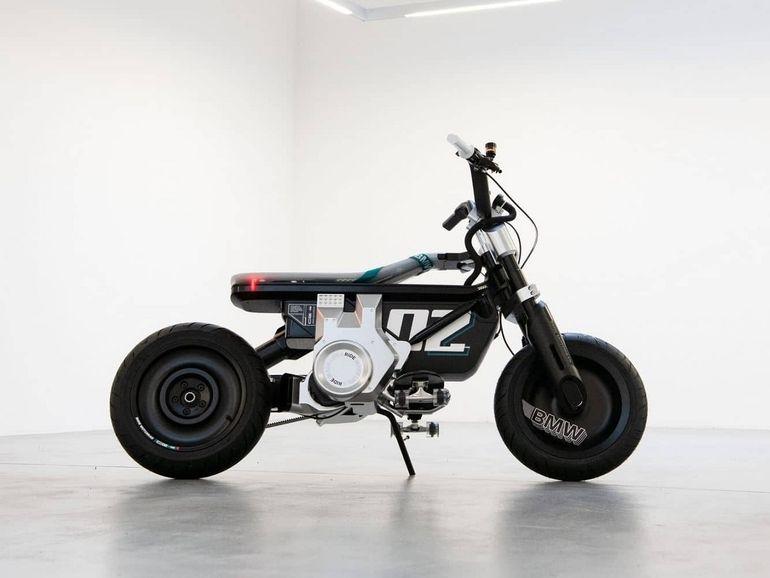 BMW Concept CE 02 : un deux roues électrique au style hybride