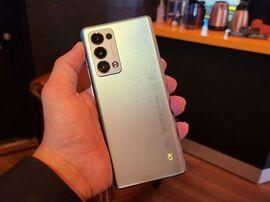 Prise en main des Oppo Reno 6 et 6 Pro : de bons smartphones qui manquent de personnalité
