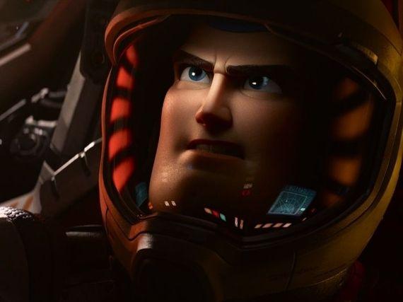 Buzz l'Éclair : un premier trailer et une affiche pour le prochain Pixar