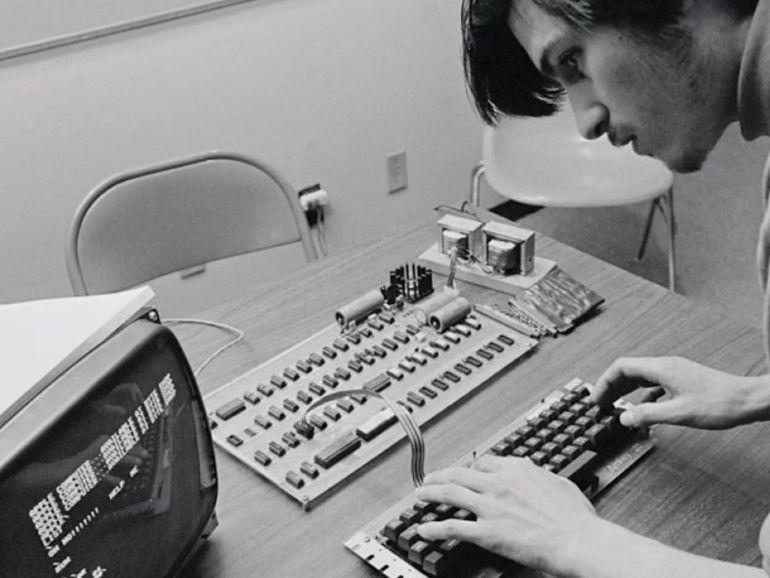 Apple rend hommage à Steve Jobs pour le 10e anniversaire de sa mort