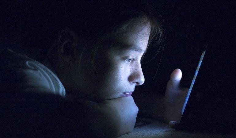 Enfants addicts aux écrans, quelle attitude adopter ?