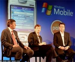 De gauche à droite : Denny Strigl, Bill Gates et Ed Colligan
