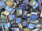 Smartphones : le monde se contracte dans l'attente des lancements
