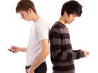Facebook : Casse-toi, pauv' jeune, on t'rattrapera !