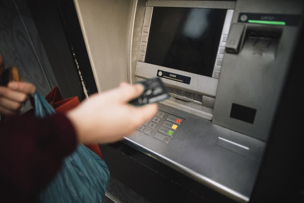"""Les attaques """"jackpot"""" aux distributeurs automatiques rapportent moins de 1 000 � au 1er semestre 2019"""