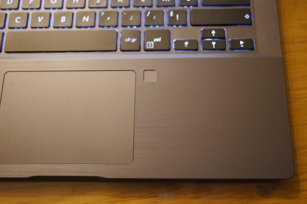 Avis Jérémie Testeurs Pros PC portable AsusPro P5440 - le touchpad et le capteur d'empreintes