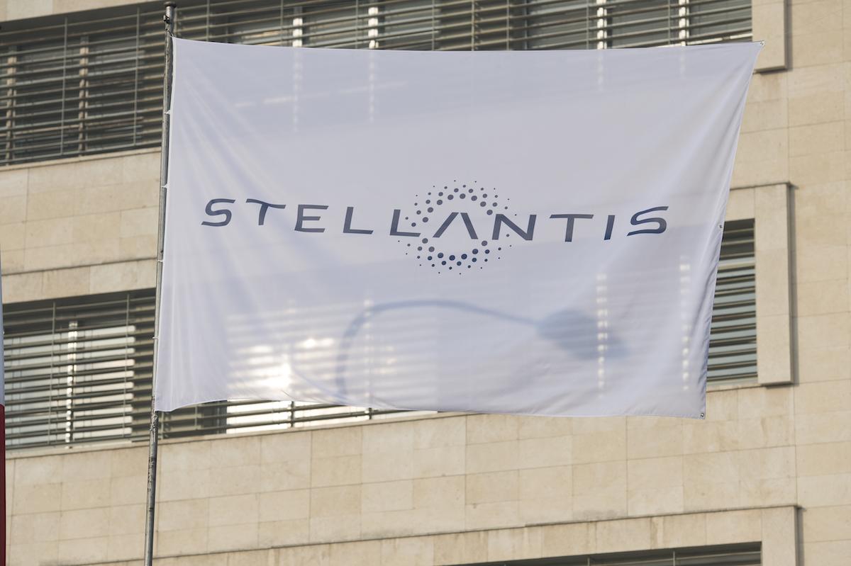 Semi-conducteurs: Le patron de Stellantis fixe le retour à la normale à la fin 2022