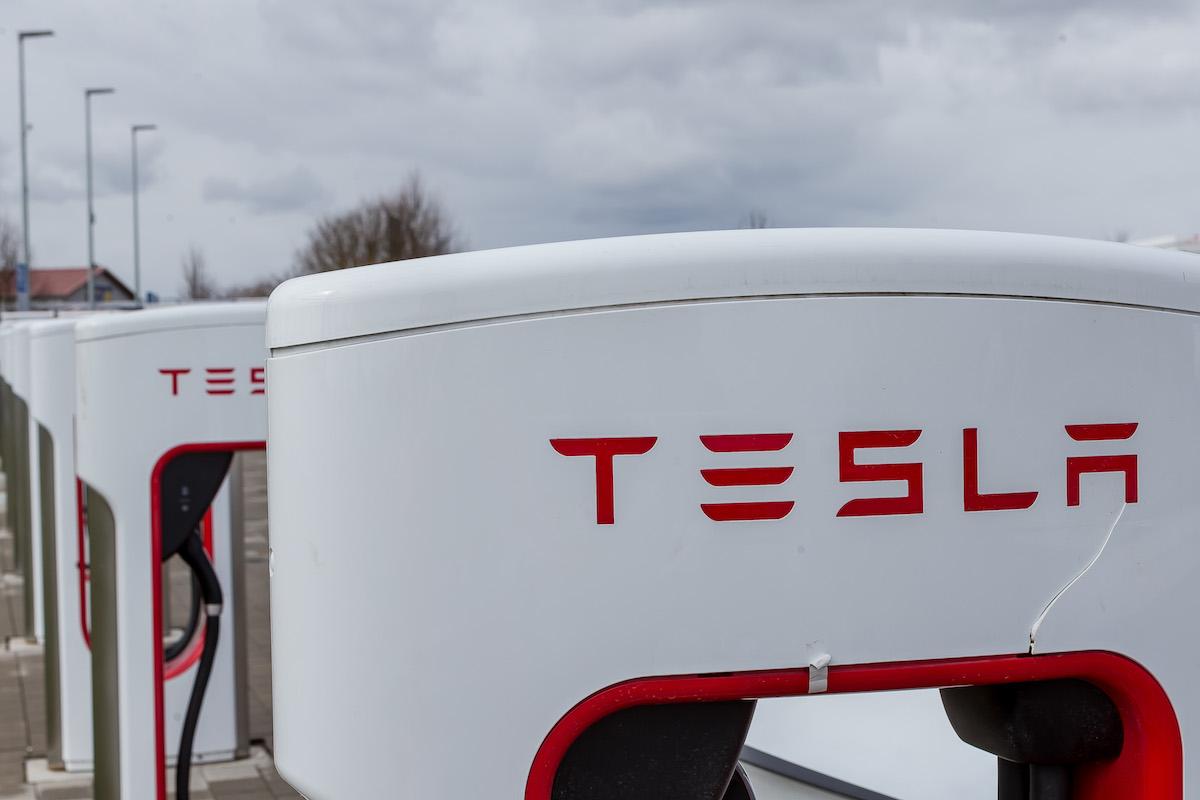 Tesla enregistre des résultats légèrement positifs... grâce à ses bitcoins