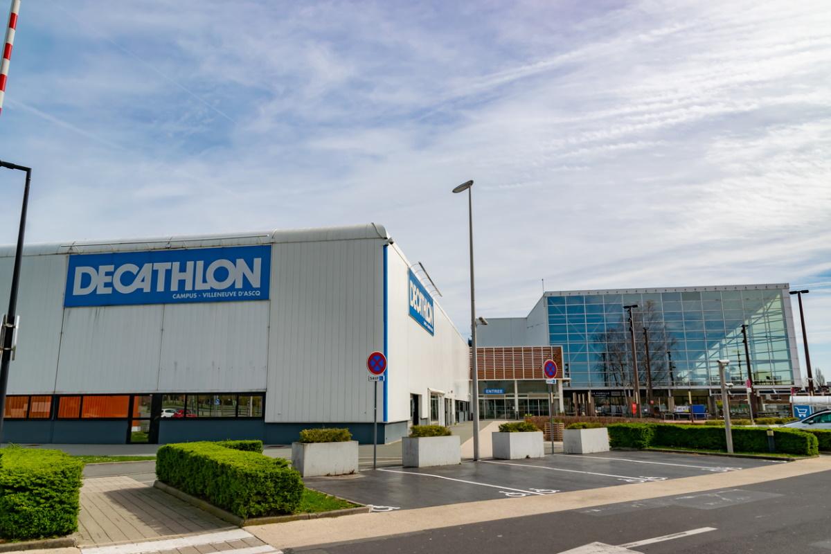 Decathlon devient un intermédiaire en ligne pour les voyages sportifs