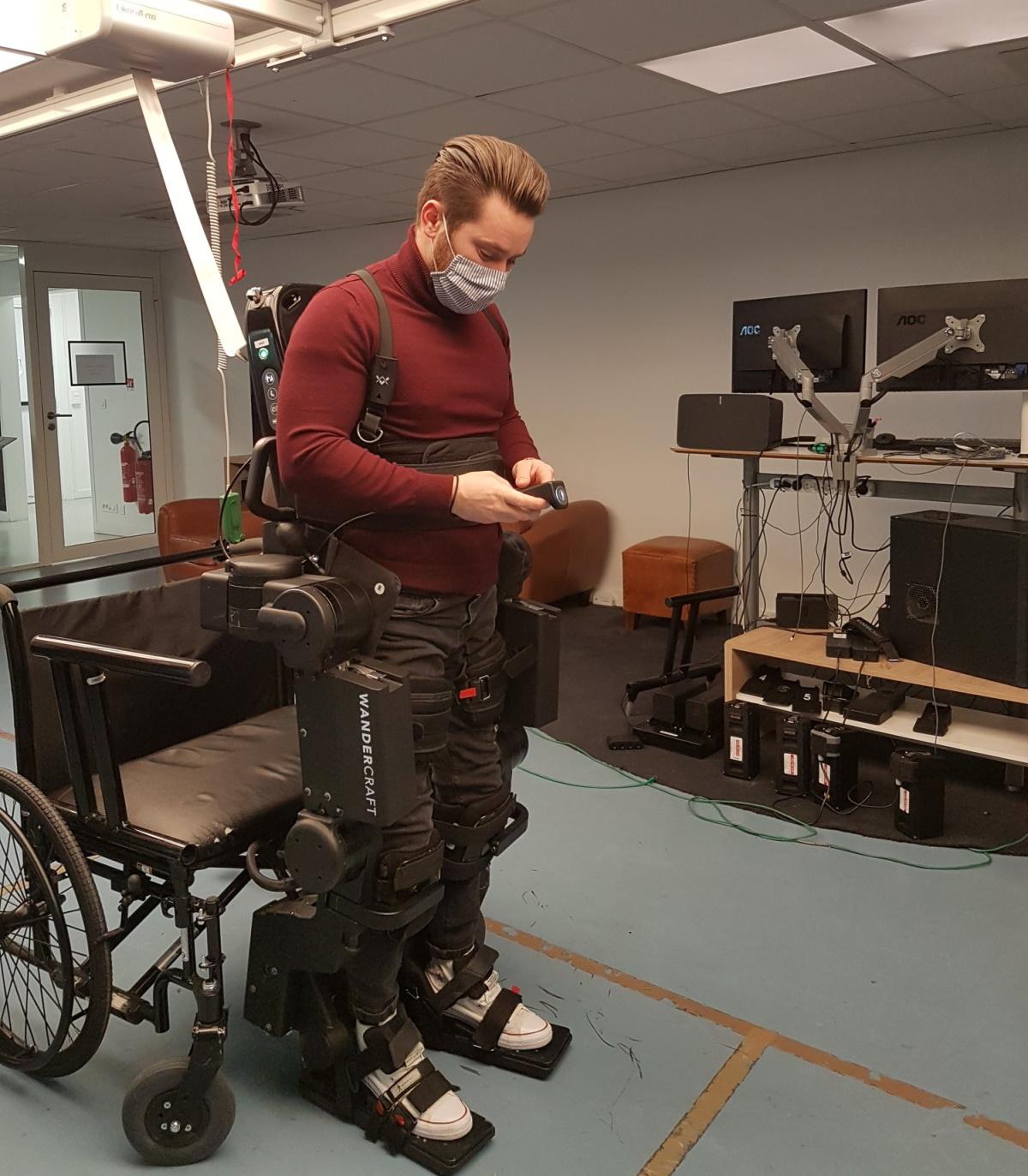 Reportage : un exosquelette autonome pour les centres de rééducation