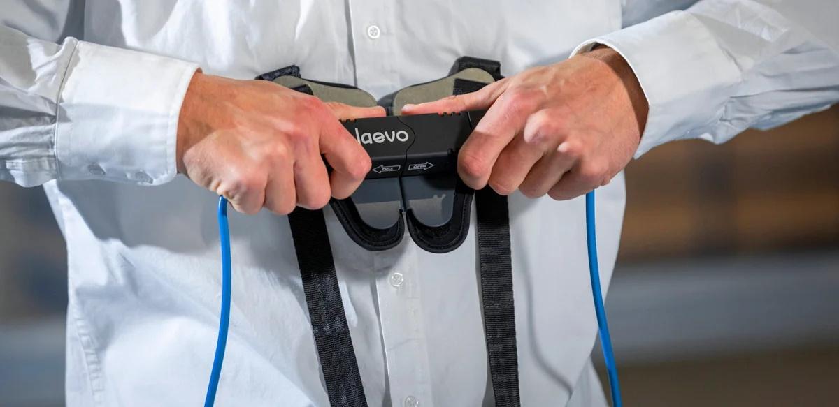 Un exosquelette pour réduire les douleurs dorsales des travailleurs du e-commerce