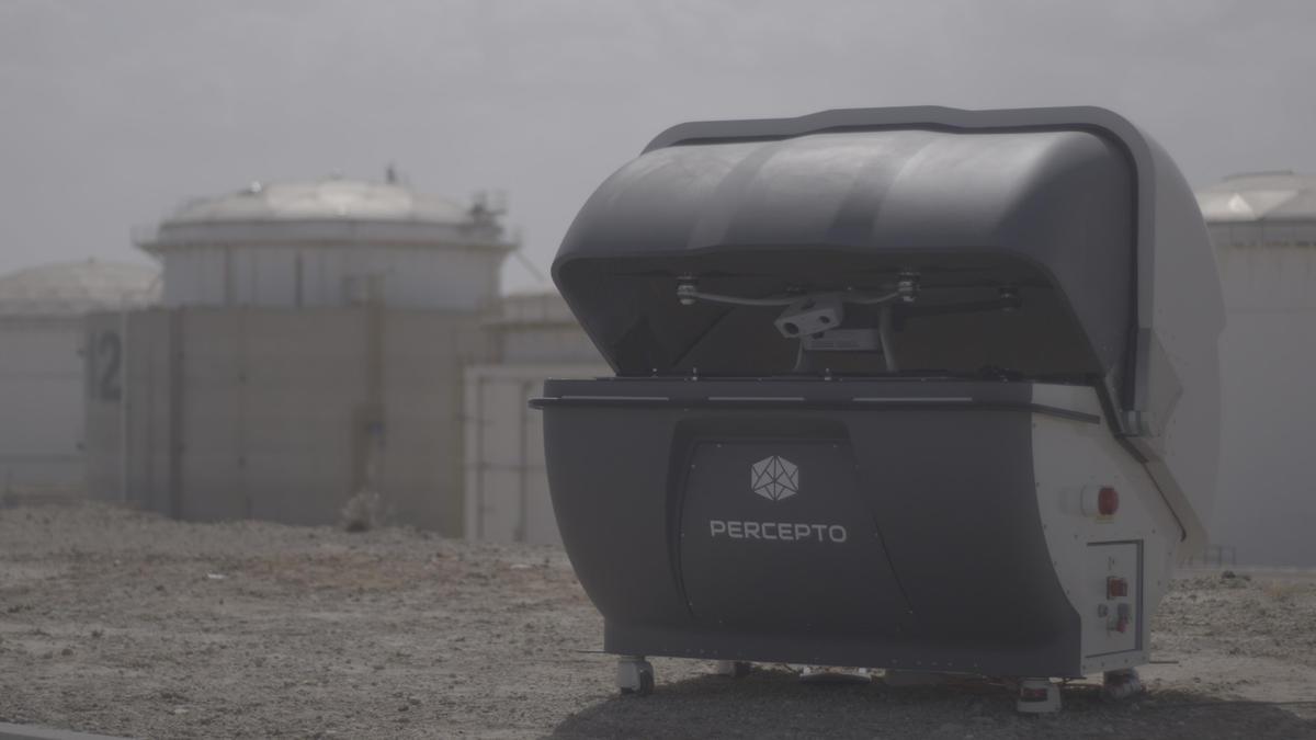 Un robot et un drone s'associent pour des missions de surveillance