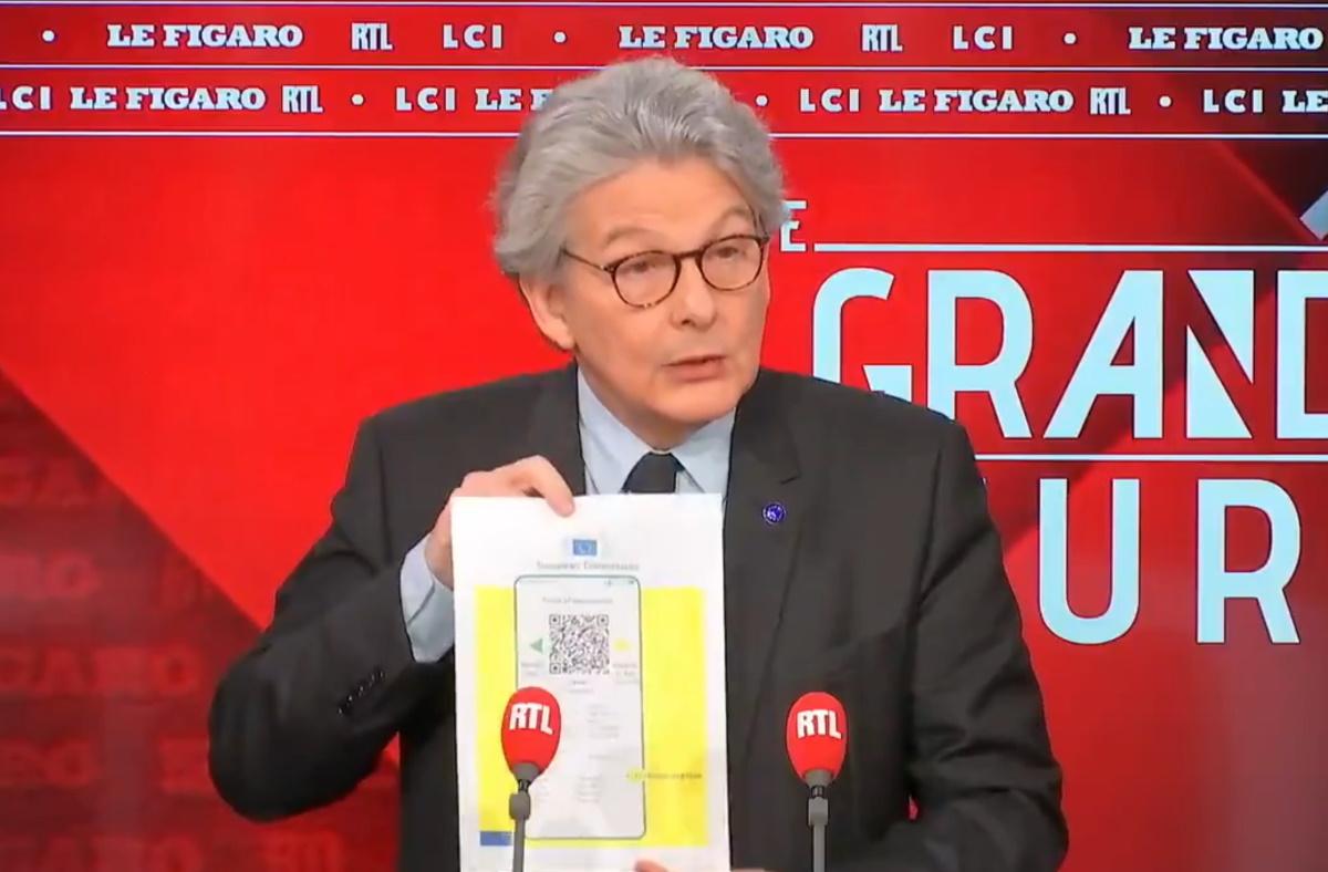 """Covid: Comment le """"certificat sanitaire"""" non obligatoire de Thierry Breton va devenir un """"passeport vaccinal"""" obligatoire"""