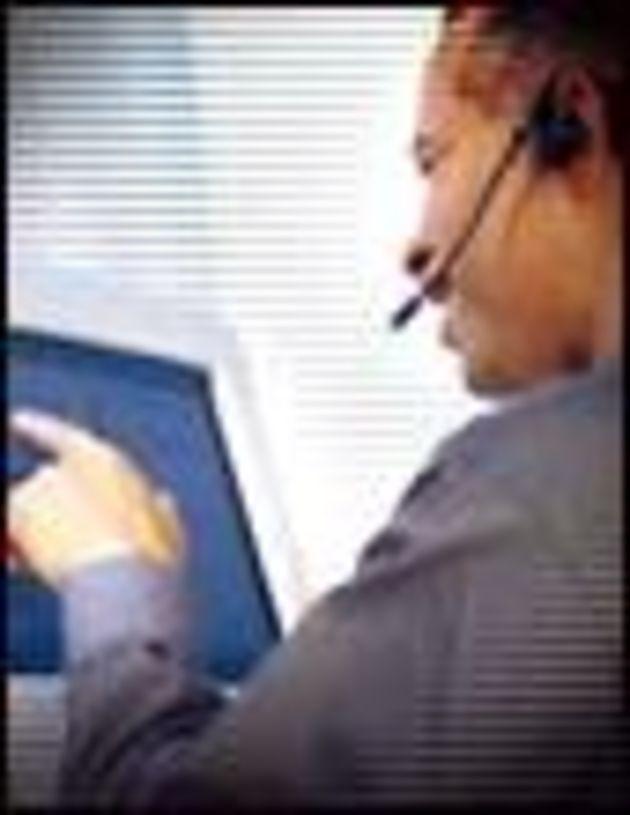 Relation client: Gilles de Robien veut freiner la délocalisation des centres d'appels