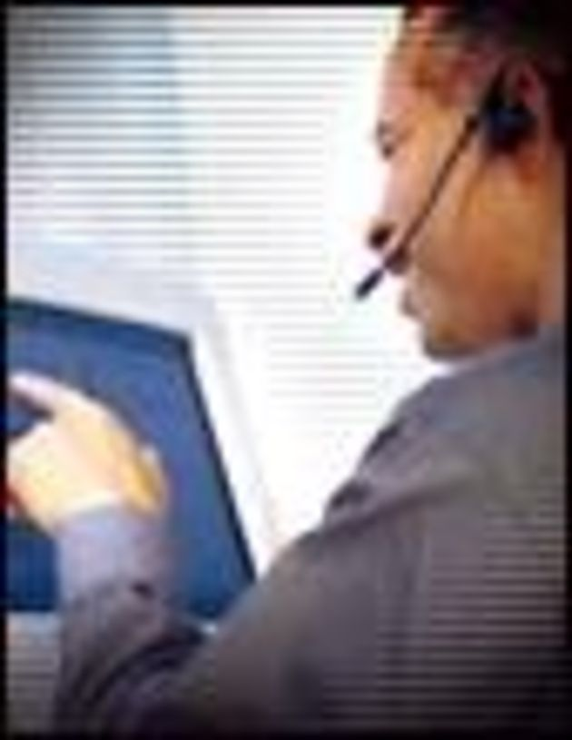 Centres d'appels: l'arrêté Sarkozy pris entre deux feux