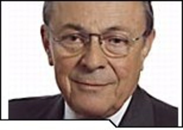 Michel Rocard remet son programme d'action gouvernemental pour le numérique à Ségolène Royal