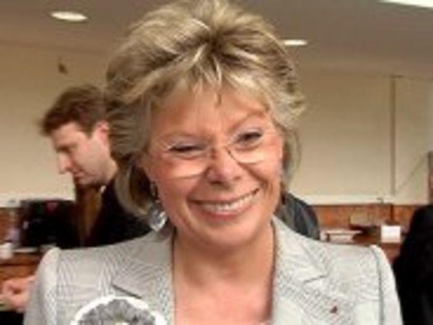 Viviane Reding, commissaire européenne : « Nous allons imposer une baisse sur le roaming des SMS »