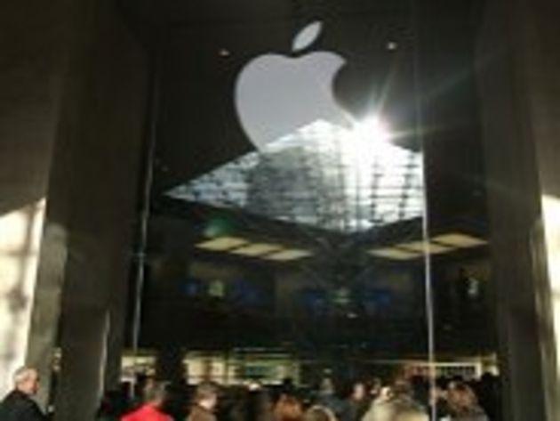 Ouverture de l'Apple Store du Louvre : au moins 10.000 fidèles en transe