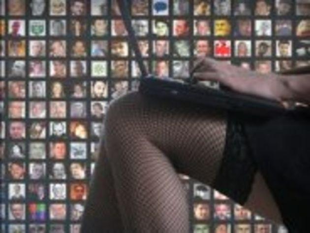 Facebook enquête sur une déferlante d'images violentes et pornos