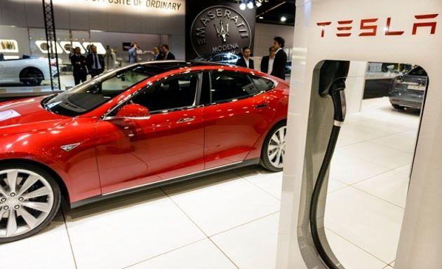 Le pilote automatique de Tesla s'arrête désormais au rouge