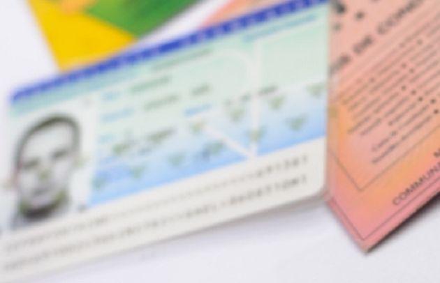 Vidéo : vers la refonte des cartes d'identité, bientôt dotées d'un nouveau format et d'une puce