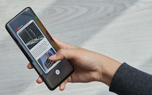 Le OnePlus 7T Pro McLaren en exclusivité chez Free Mobile