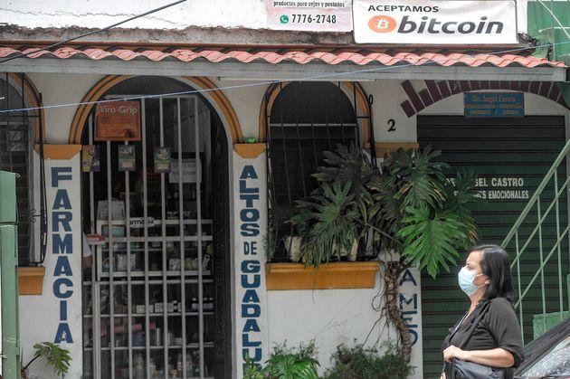 Vidéo: Cryptomonnaies: Le Salvador en lice pour devenir le paradis du bitcoin