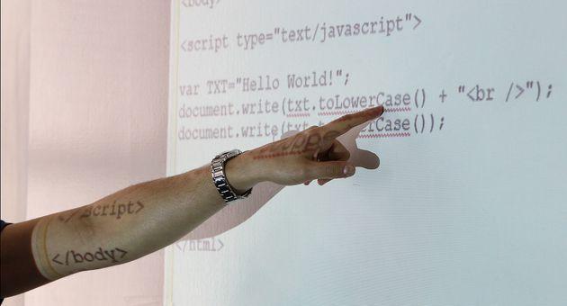 Programmation: JavaScript toujours au top malgré la menace de Python et Java