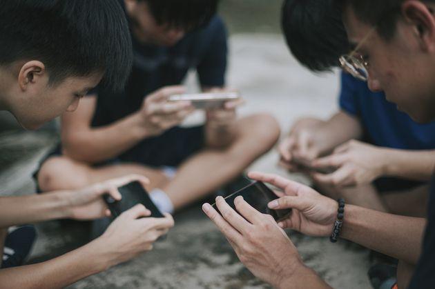 Vidéo : Pékin rationne strictement le temps passé par les adolescents devant des jeux vidéos
