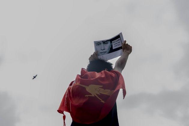 Myanmar: La junte birmane met les réseaux mobiles du pays à l'arrêt