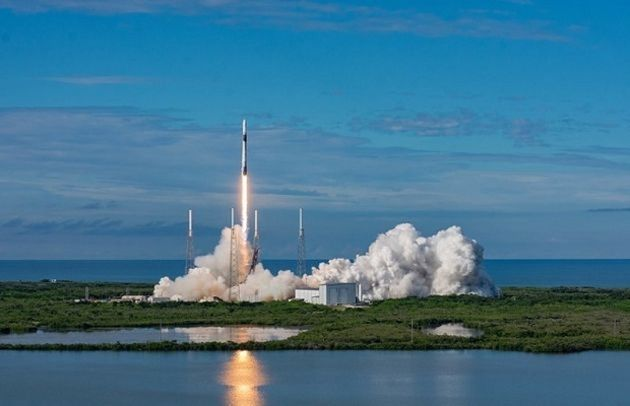 Vidéo : SpaceX lance son premier vol habité dans l'espace pour le compte de la NASA