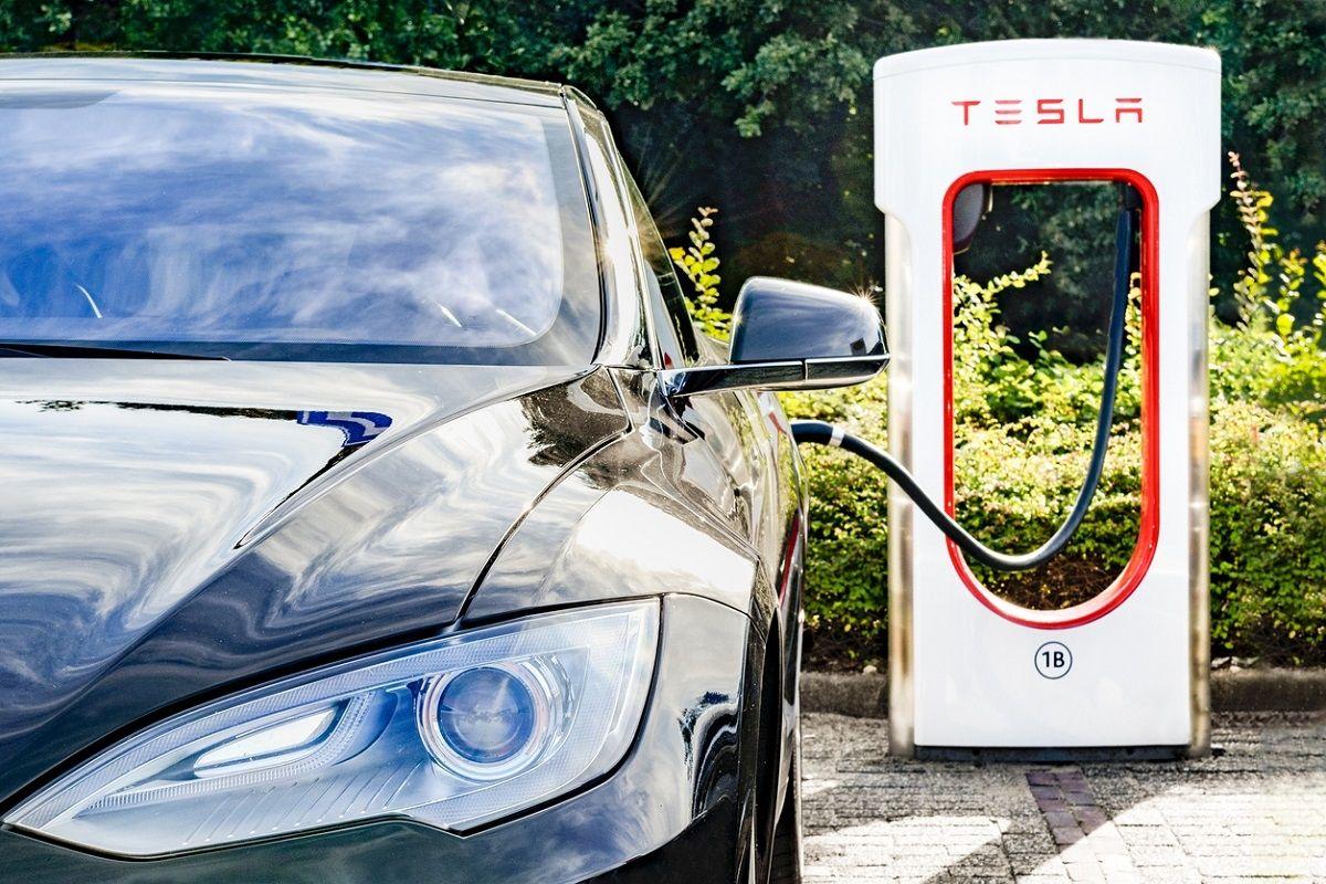 Pourquoi la conduite autonome 'complète' promue par Tesla ne le sera pas immédiatement