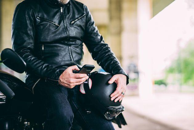 Apple prévient : iPhone et motos ne font pas bon ménage ! IPhone%20moto__w630