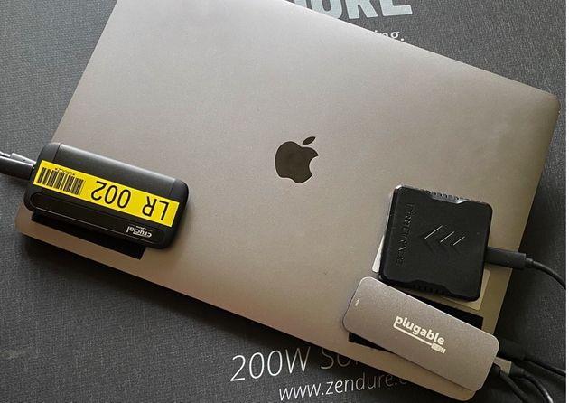 Une technique pour dompter vos câbles et disques externes sur l'ordinateur portable