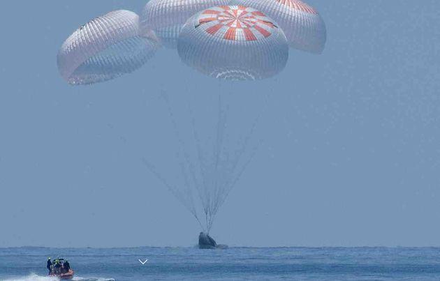 Première : deux astronautes ramenés par SpaceX sur Terre dans une capsule réutilisable